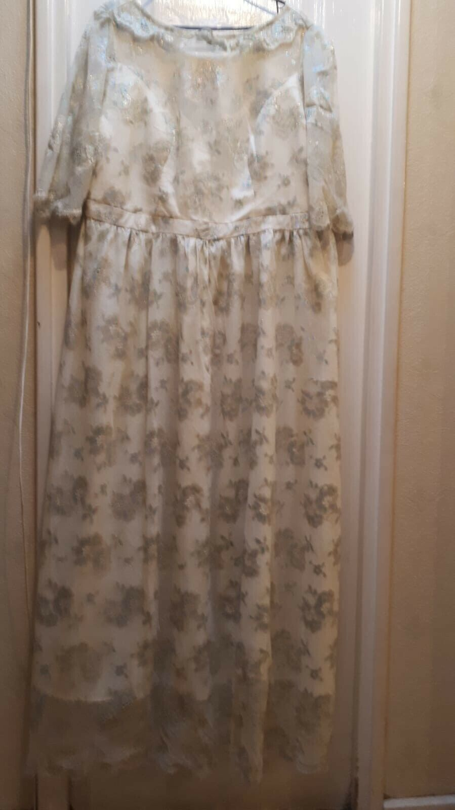 African woman attire. CREAM AND GOLD LACE GOWN. FULLY LINED. UK SIZE 18-20.