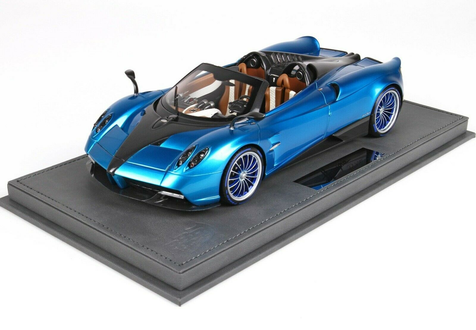 BBR Pagani Huayra Roadster bleu Emperor 2017 with Showcase 1 18