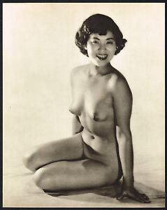 Hot nudes bent over