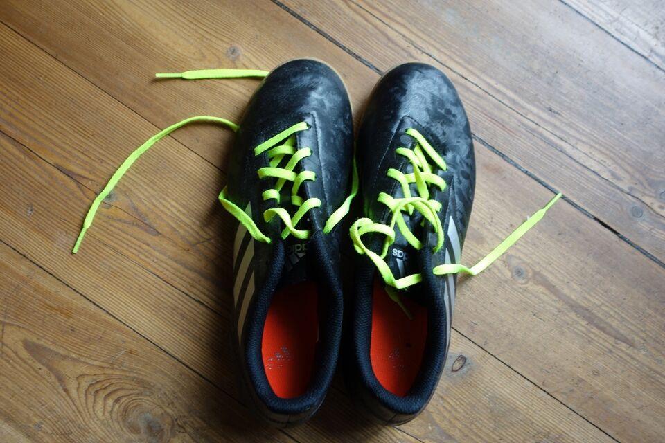Fodboldsko, Indendørs fodboldsko, Adidas