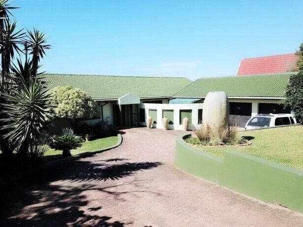 5 Bedroom House with 1 Bedroom Flatlet for sale in Port Edward,
