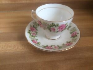 Vintage-Pink-Roses-Colclough-Teacup-and-Saucer-Bone-China-Made-in-England-G