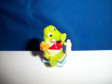 CARTOON CROCODILE Figurine STUDENT Eating on BOOKS Kinder Surprise CROCO SCHOOL