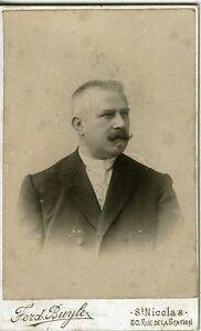 CDV-photo-BUYLE-St-Nicolas-Belgique-portrait-homme-de-trois-quart-circa-1900