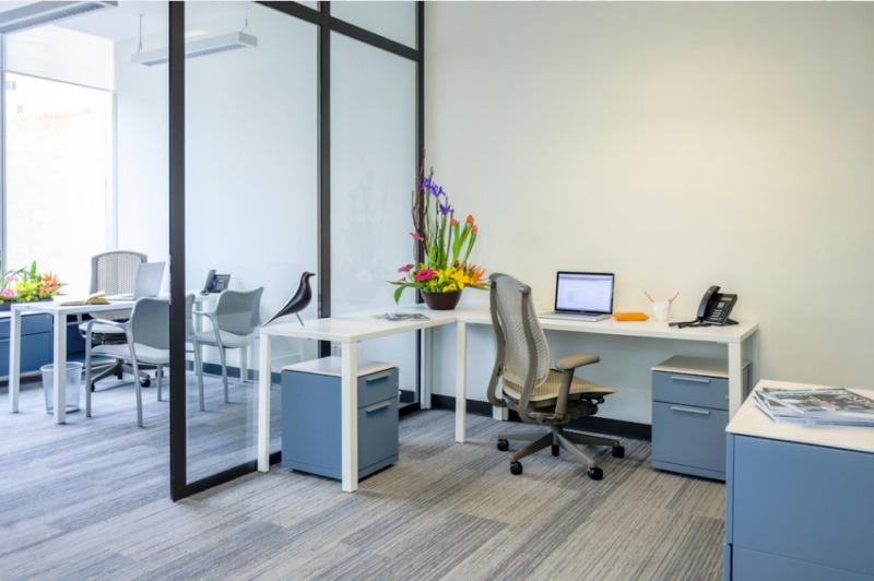 Oficina En Renta En Centro De Negocios En Cervantes Para 20 Personas (m2o180)