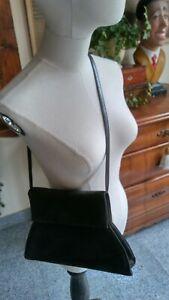 Interessante-Designertasche-CHARLES-JOURDAN-vintage-80iger-als-Clutch-tragbar