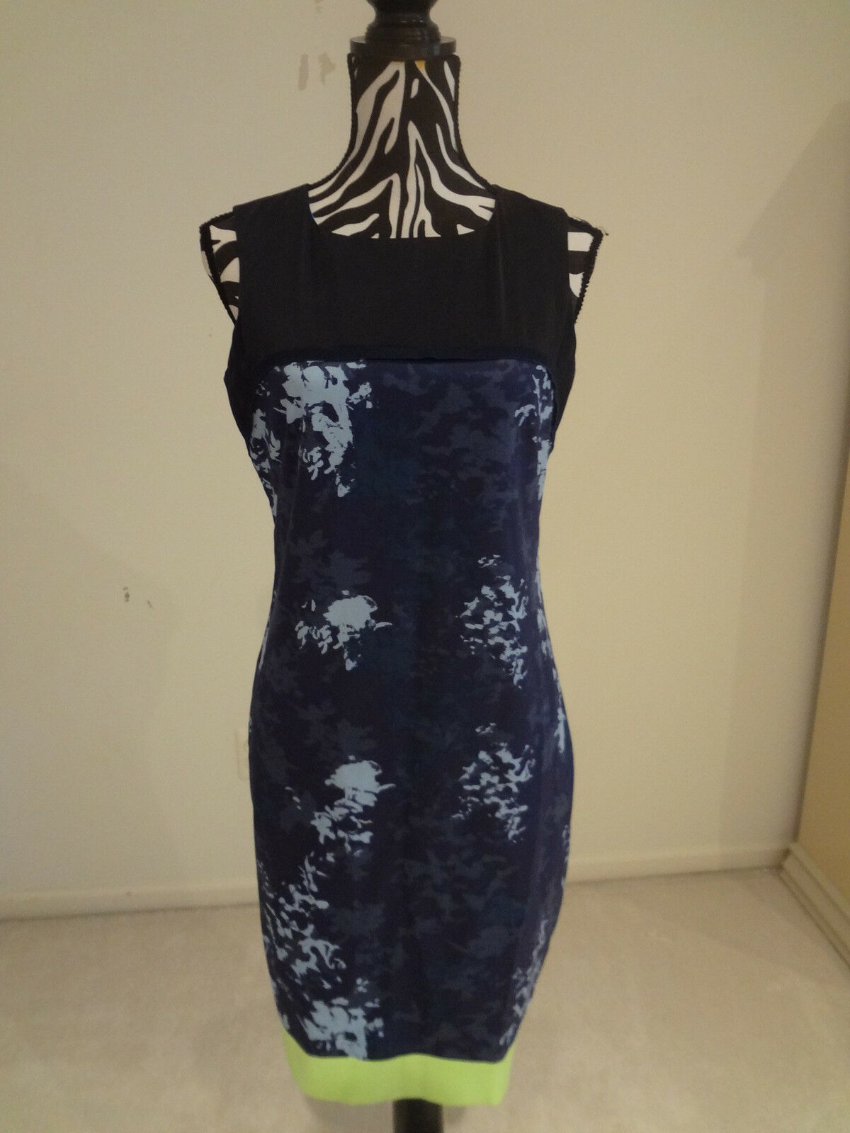 NWT.Ladies' tahari bluee cloud color(lists at tag) sleeveless lined dress;6