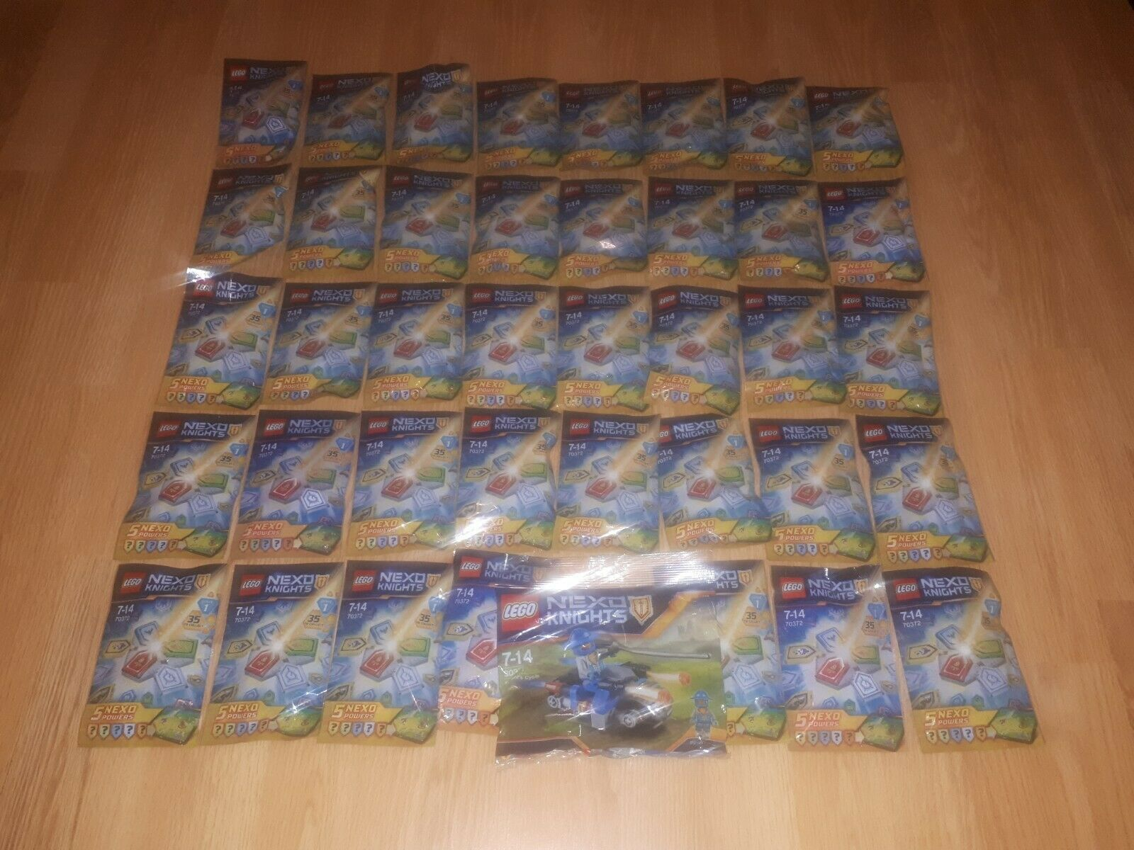 LEGO NEXO KNIGHTS SET 30371 'Knight's Cycle' + 39 x BLIND BAGS of 5 NEXO POWERS