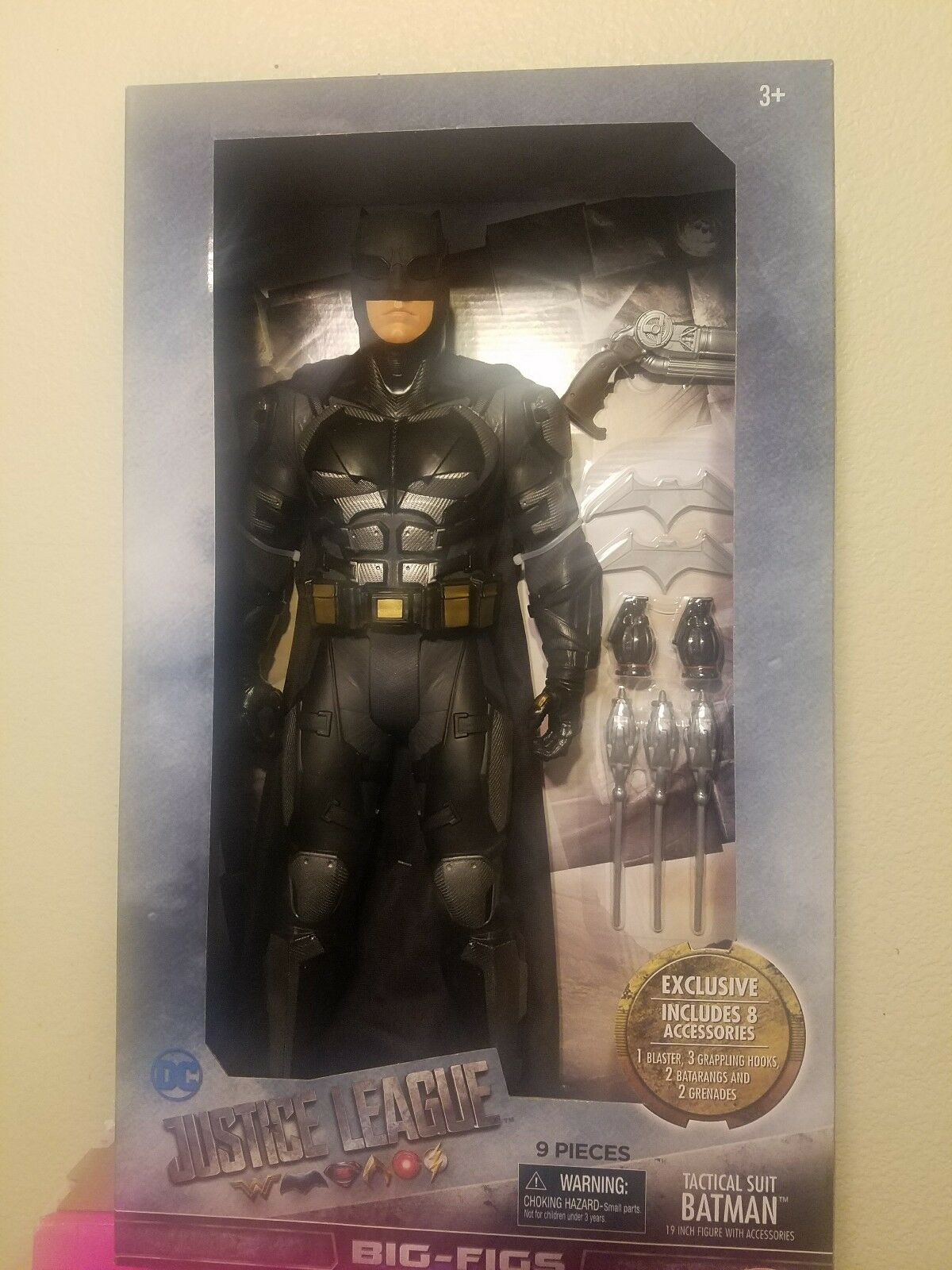 New 19Inch Justice League Tactical Suit Batman. Exclusive. 9 pieces.