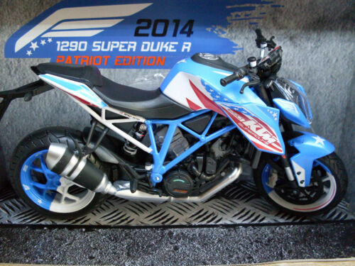 Art.6051-02 KTM 1290 Super Duke R Patriot Edition Automaxx Motorrad Modell 1:12