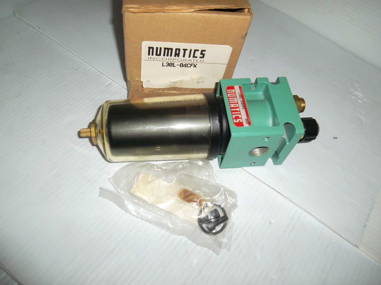 NEW IN BOX    NUMATICS L30L-04CFK PNEUMATIC AIR 1 2  LUBRICATOR