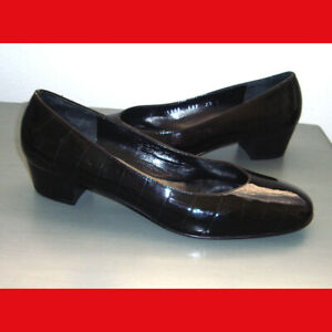 Salvatore-Ferragamo-Croc-Embossed-Patent-Leather-Low-Heel-Pumps-Size-7-5-B