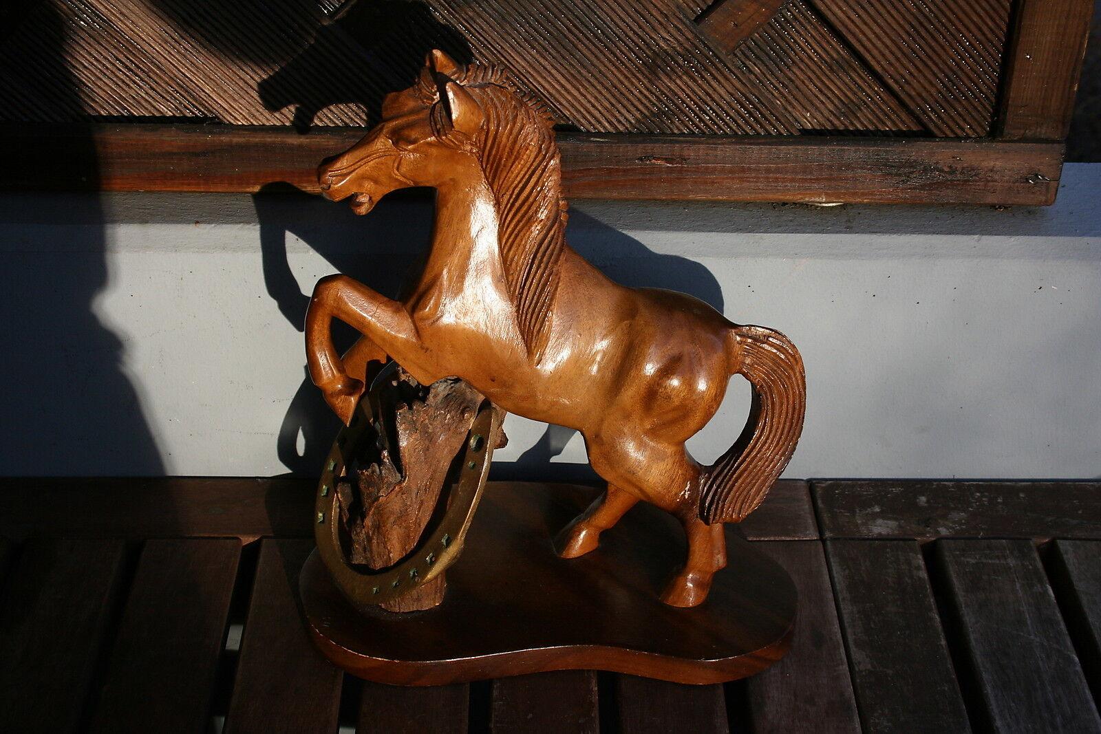 Pferd Holz Figur geschnitzt Deko Hufeisen Hengst