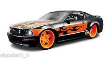 Harley Davidson, 2006 Ford Mustang GT nero, Maisto 1:24, Nuovo, conf. orig.