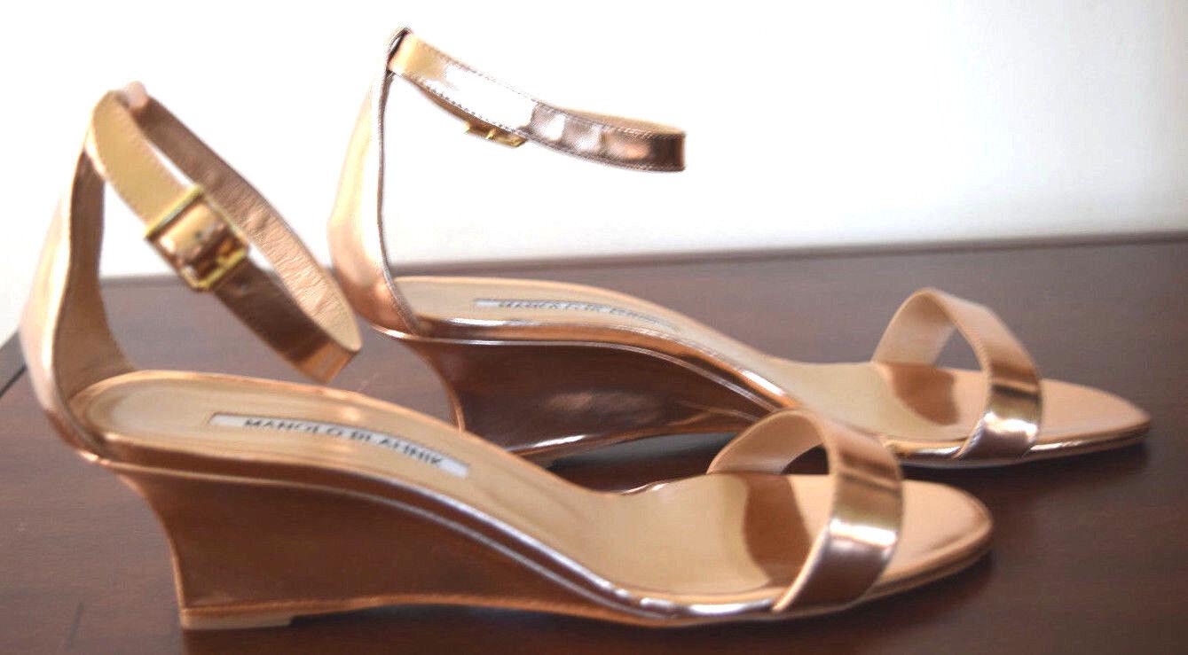 Manolo Blahnik Chaos Gold Leather Low- Wedge-Heel Ankle Strap Sandal Größe 38