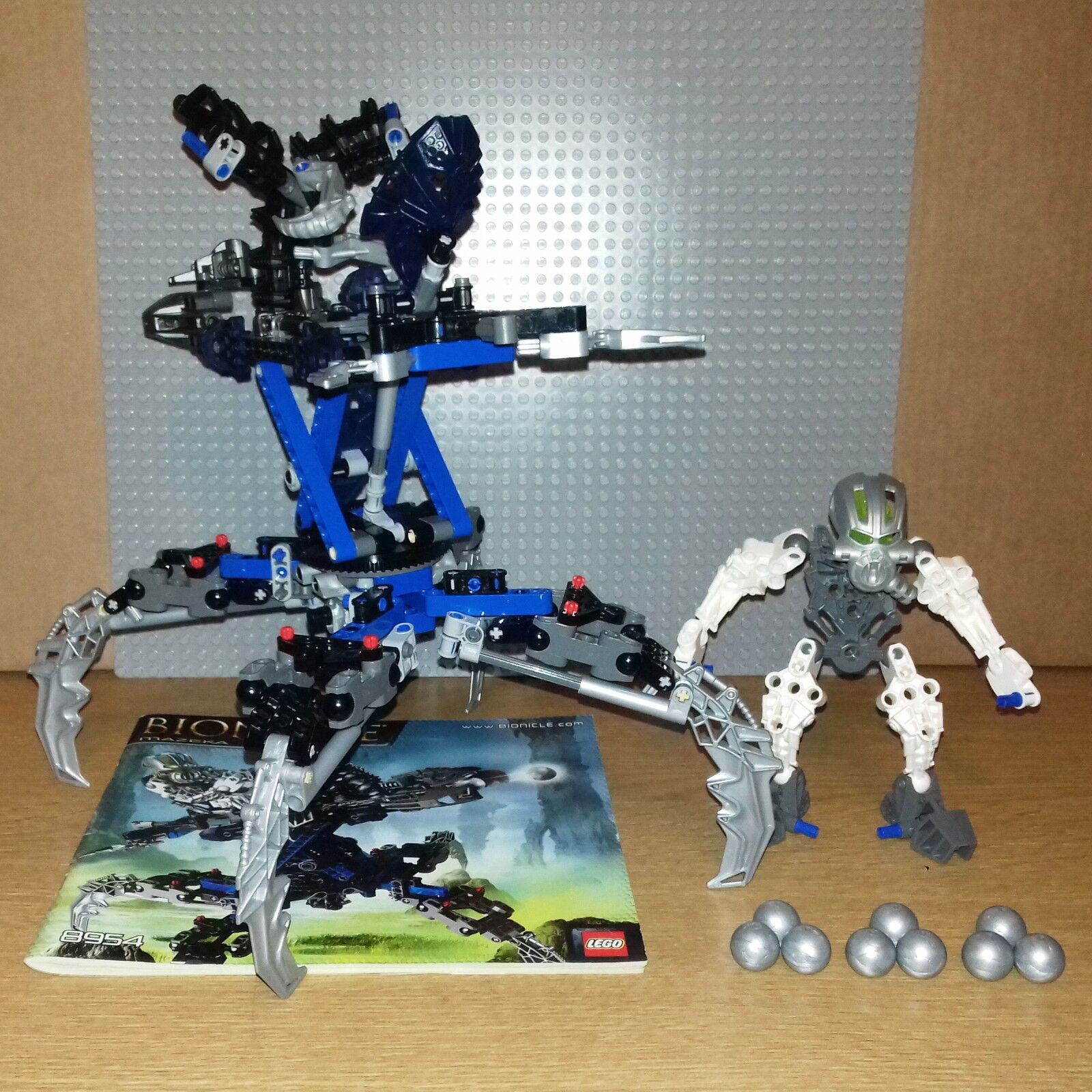 LEGO BIONICLE WARRIORS - 8954 - MAZEKA - GREAT CONDITION INC INSTRUCTIONS