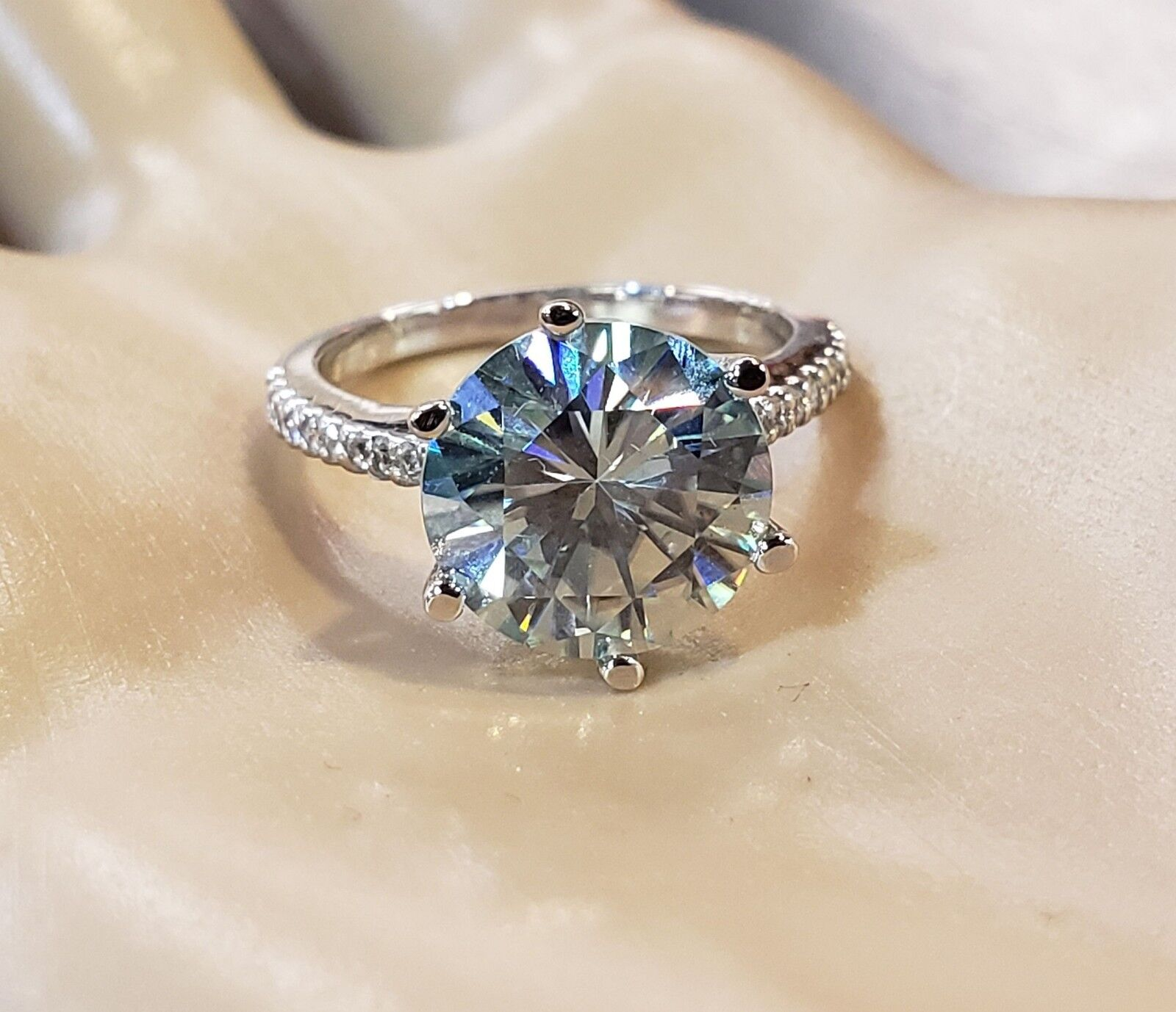 14K WHITE gold 3.60cttw blueE  GREEN MOISSANITE DIAMOND BEAUTIFUL FIREY RING
