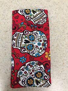 Eyeglass-Sunglass-Soft-Fabric-Case-Decorated-Skulls-on-Red-Background-NEW