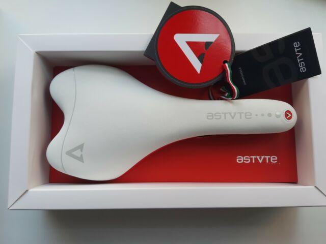 New ASTUTE ITALIA Skylite 3.0 VT Carbon Rail Road Saddle Black 135mm 170g