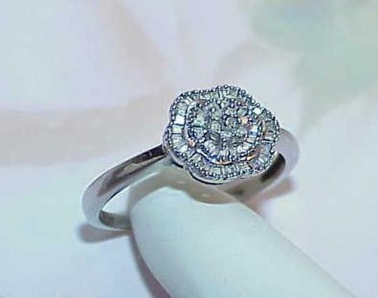 10K .25ct Diamond Baguette Graduated Flower Center Ring White gold Size 8 Clean
