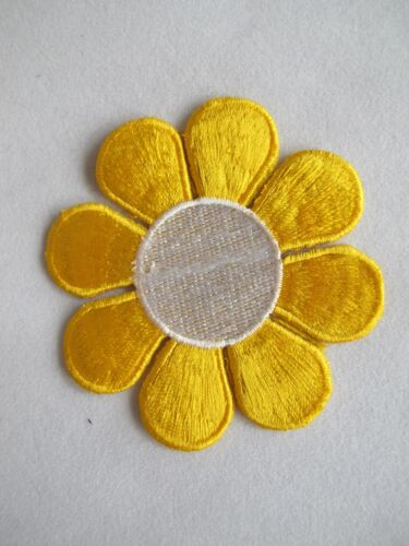 """#2897L 2 3//4/"""" Black,Yellow,White Daisy Flower Embroidery Iron On Applique Patch"""