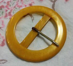 LOT 2 ANCIENNE BOUCLE DE CEINTURE galalithe jaune moutarde effet ... 0d50bc70383