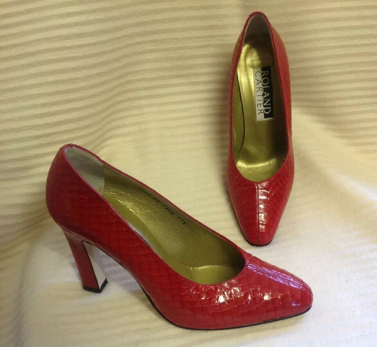 VINTAGE WOMEN'S ROLAND CARTIER RED LEATHER SKIN EFFECT HEELED COURT SHOES 37.5