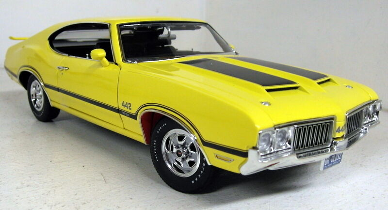 Acme 1 18 Scale A1805606 1970 Oldsmobile 442 Dr Olds Yellow R2 diecast model Car