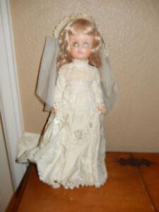 Miss-Ginny-vogue-15-doll-in-brocade-white-wedding-dress-amp-veil