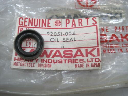 92049-1271 GPZ F11 KE KX EX ZX KL KLX KSF VN KAWASAKI NOS OIL SEAL 92051-004