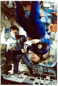 Sigmund-Jaehn-Kosmonaut-original-signiertes-Foto-DDR-COA-Zertifikat