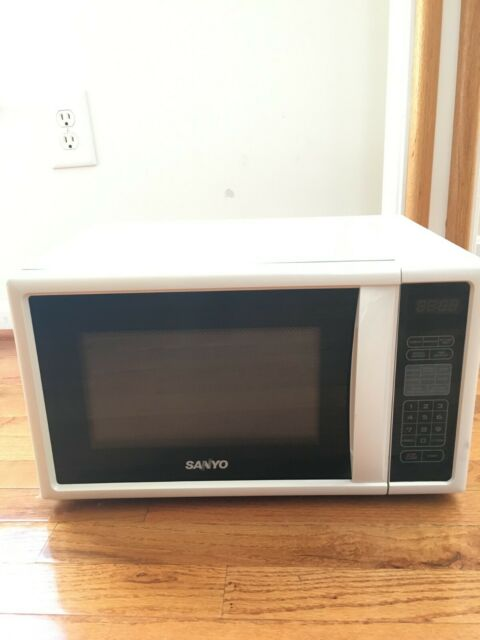 Sanyo Microwave Oven White Black