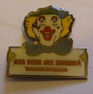 CIRCUS-CLOWN-034-LA-PISTE-AUX-ESPOIRS-034-BELGIUM-vintage-pin-badge-Z4X