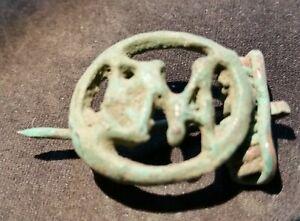 Roemische-Bronzefibel-ROMA-Darstellung-1-3-Jhr-intakt