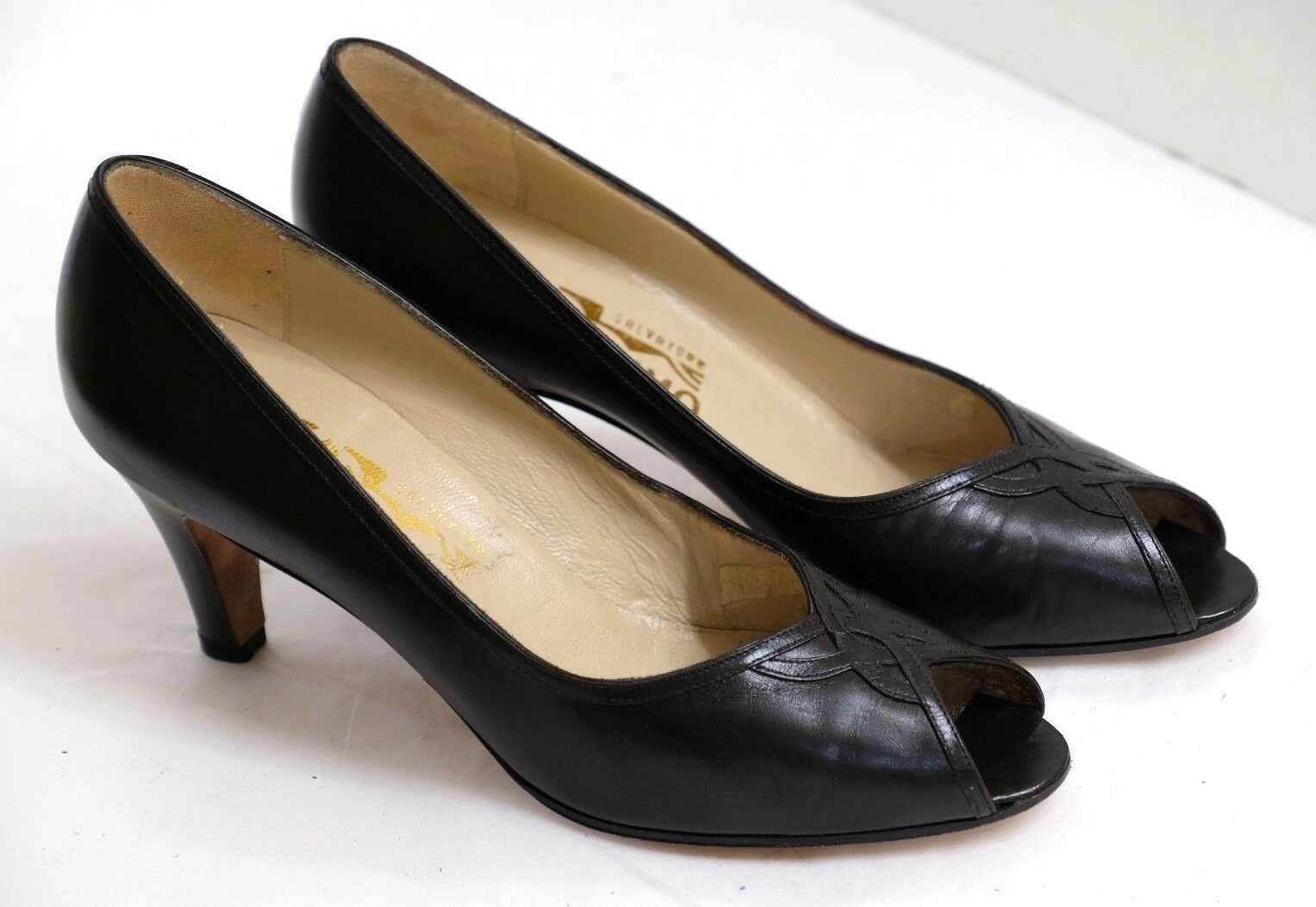 VGUC+ Salvatore Ferragamo Women's Size 6.5AA Black Leather Celtic Open Toe Pumps