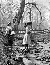 """New York Vintage Old Photo 8.5/"""" x 11/"""" Reprint 1900-1920 Two Sisters Fishing"""