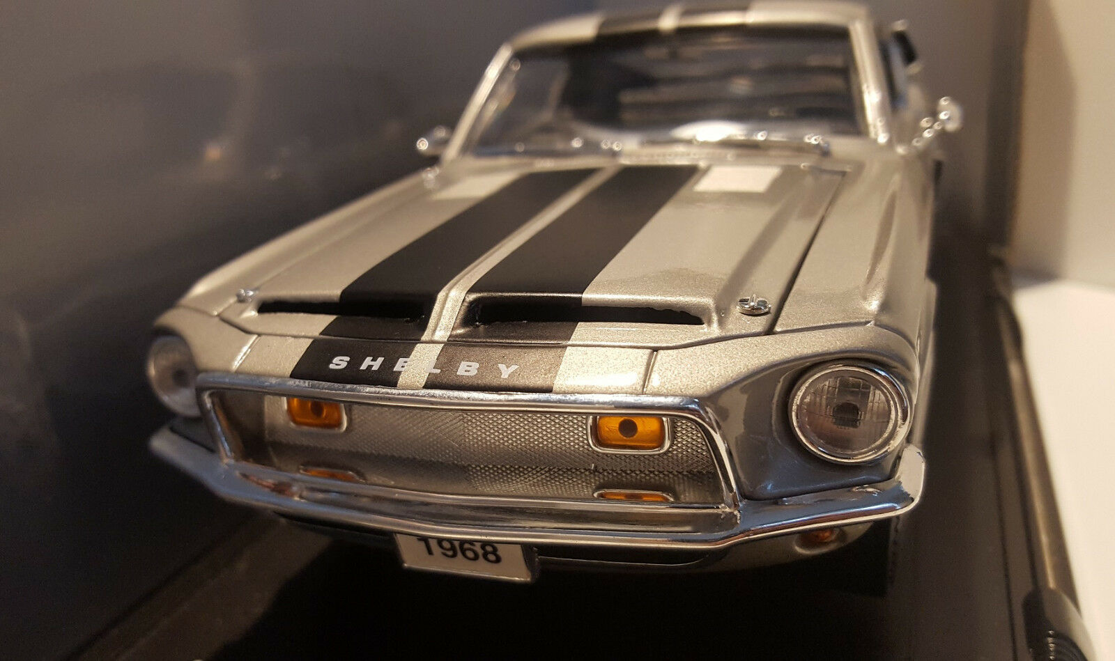 ROAD SIGNATURES 1 18 1968 SHELBY GT-500KR DIECAST MODEL BN CONDITION OFFERS BOX