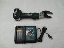 Greenlee ES32L11 Gator Battery-Powered Scissor Cable Cutter with 120V Charger