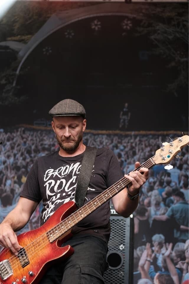 Bassist søger band, Bassist