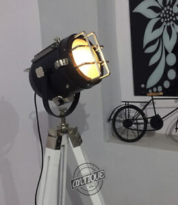 Nice-White-Wood-Tipos-Lamp-Stand-Searchlight-Head-Lamps-on-Stand-Room-Light-Lamp