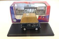 LADA NIVA con Tetto Tenda 1981-VERDE - 1:43 Ixo IST pressofusione modello auto ist196