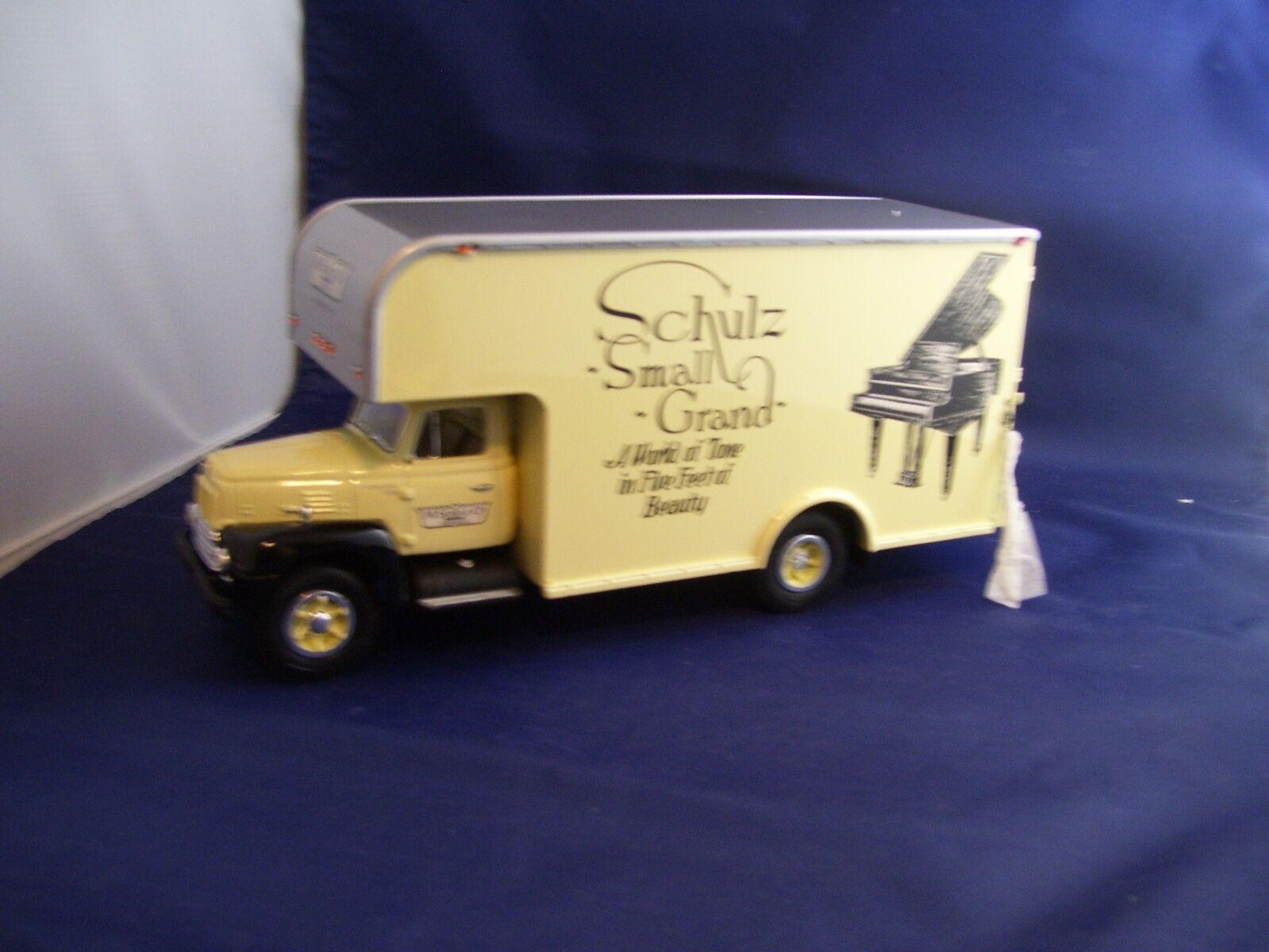 sehr selten  der erste m. schultz piano company 1957 international r-200 van   19-1332