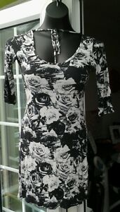 NEW-LOOK-BLACK-amp-WHITE-FLORAL-STRETCHY-THIGH-LENGTH-TOP-SIZE-12