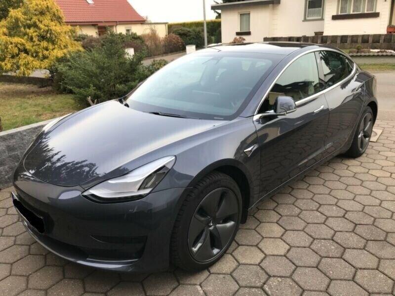 Tesla Model 3  Standard Range RWD 4d