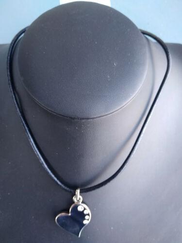 Collier pendentif coeur strass-métal argenté-lacet cuir noir-neuf sous blister.