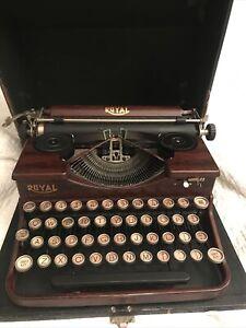 Vintage 1930's Royal Model P Wood Grain Portable Typewriter w/ Case  PRISTINE
