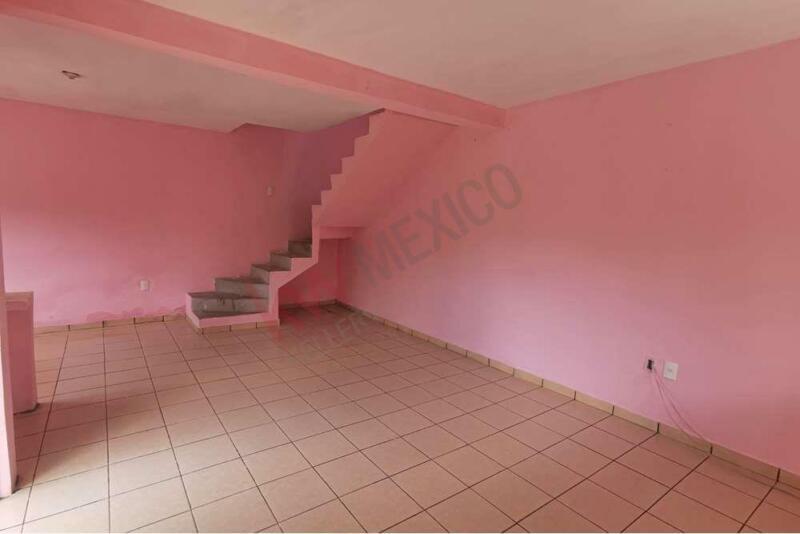 Casa en venta en Colonia Pomarrosa, muy cerca del Colegio Anglo y la UNICACH
