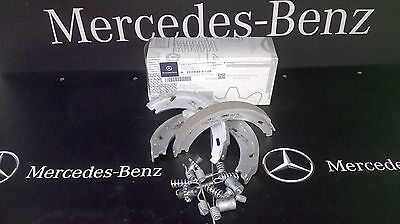 New Mercedes C-Class CL203 C180 Genuine Mintex Rear Handbrake Shoe Accessory Kit