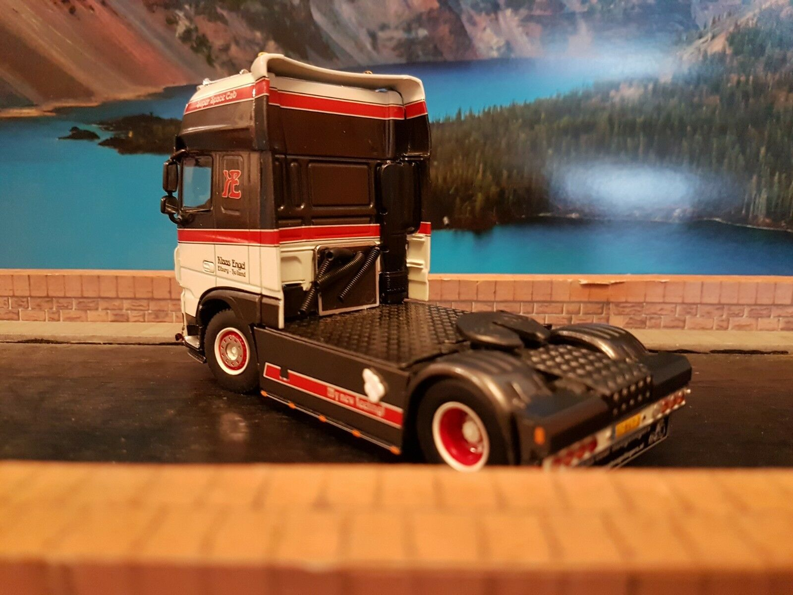 WSI DAF XF SUPER SPACE CAB 4X2 SCALE 1.50