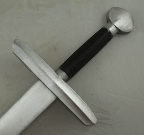 Full Size Medieval Sword Foam//Resin Fantasy//Cosplay//Role Play//Halloween110cm!!